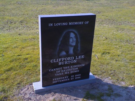 Cliff_Burton_-_by_Fruggo