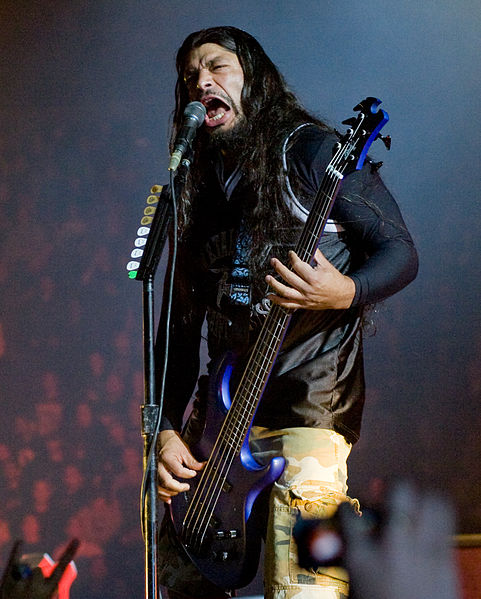 481px-Robert_Trujillo_live_in_London_2008-09-15
